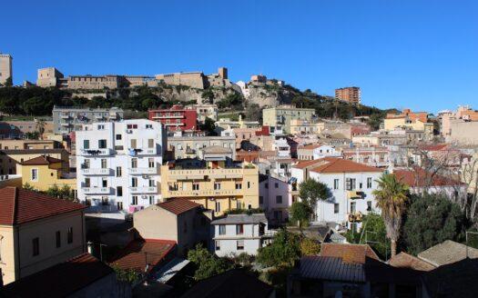 luminoso trivano arredato Quartiere Villanova Cagliari