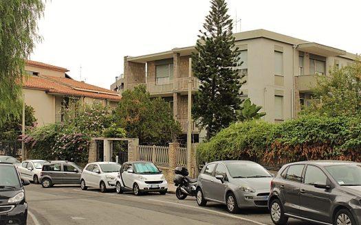 pentavano con terrazza a livello Cagliari Genneruxi casa in affitto